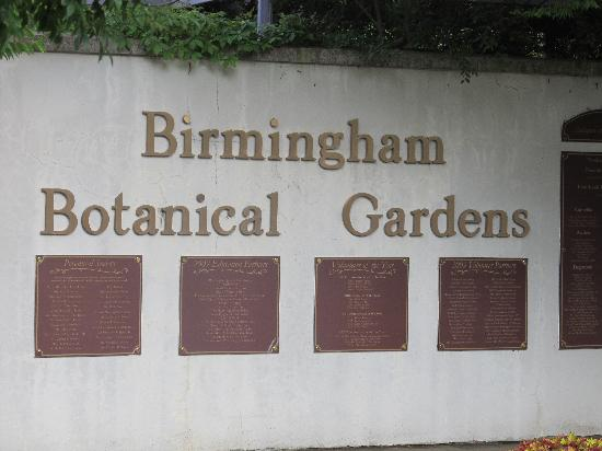 Birmingham Botanical Gardens: Entrance sign