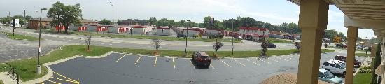 Executive Inn And Suites: Window panorama