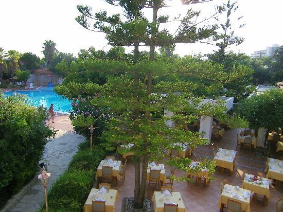 Hotel Defne Ana: restaurant extèrieur