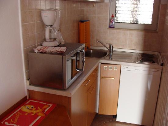 Paradis Apartments: Cocina completa