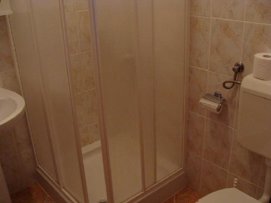 Paradis Apartments: Detalle del baño