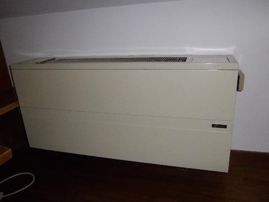 Hotel Scala: Non functioning air conditioning unit
