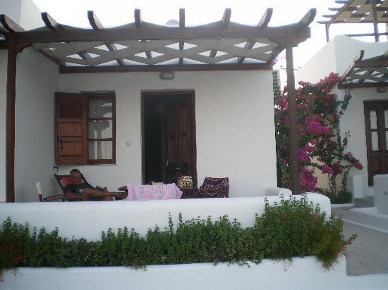 Mirabeli Studios : la veranda ..nella foro mancano i fiori