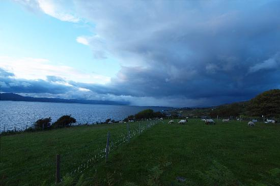 Seamount Farmhouse Bed & Breakfast: Storm across the bay...