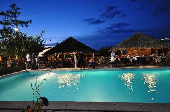 Grand Hotel Azzurra Club: serata a bordo piscina
