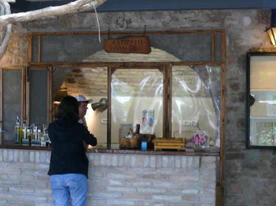 Ristorante La Stalla: dopo le ordinazioni, self service