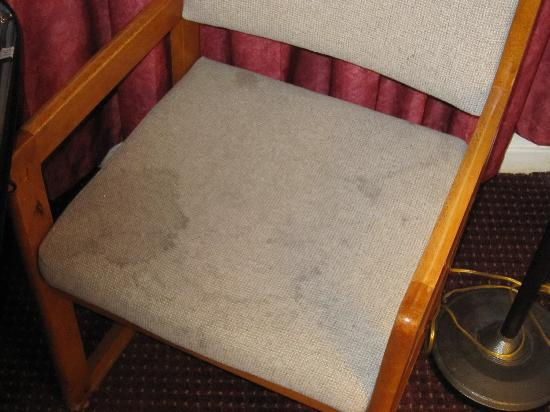 Americas Best Value Inn: Disgusting chair.