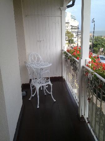 Pier View Self Catering Luxury Apartments : Breakfast room balcony