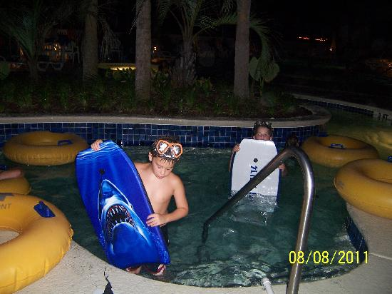 Ocean Drive Beach and Golf Resort: lazy river at night