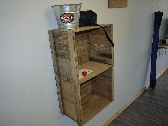 Adrift Hotel and Spa: Wood crate cabinetry.