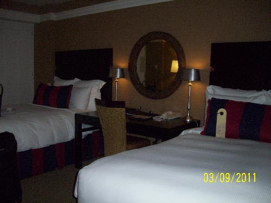 Portola Hotel & Spa at Monterey Bay: Beds