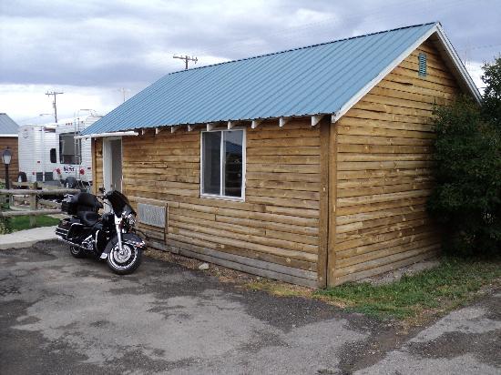 Tenderfoot Cabins & Motel: Cabin w/ 2 queens