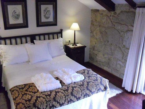 Hotel Rural Torre do Río: nuestra cama,, muy cómoda