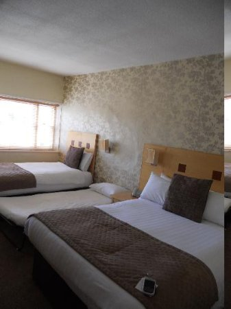Warwick Arms Hotel: family room, 1 double, 1 twin, and a small roll away bed in the middle