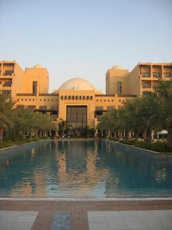 Hilton Ras Al Khaimah Resort & Spa: Salt Water Pool with pool bar