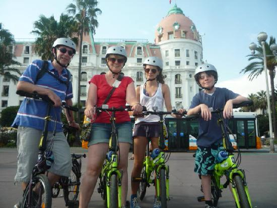 Nice Cycle Tours: In front of the Negresco, Nice
