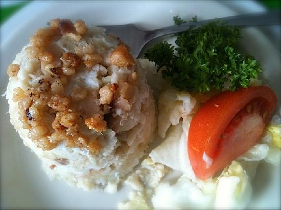 Georgie's Restaurant: Fisherman's Brewis appetizer