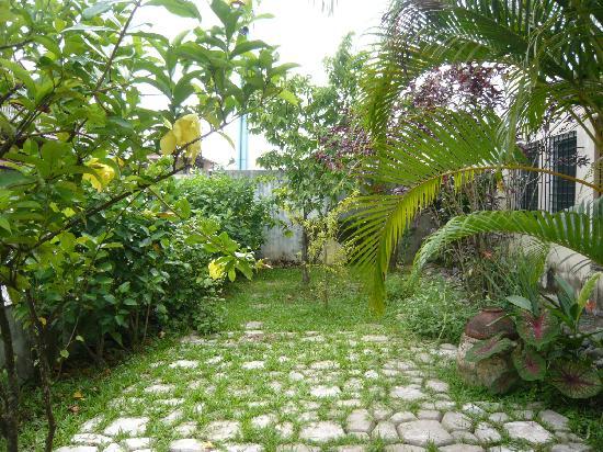 Hostal Hansi: Beautiful garden