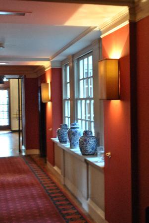 โรงแรมเดอะบลูมเบรี่: foyer towards the lift