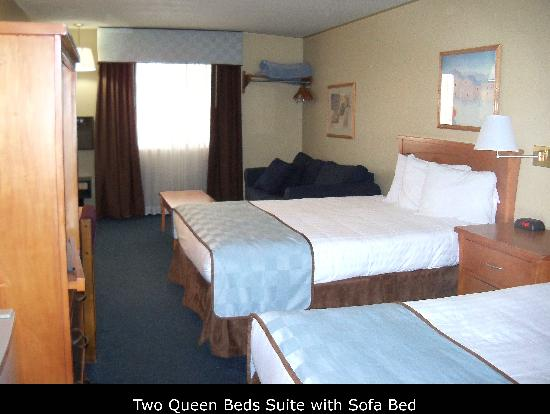 Days Inn Williams: two double queen suite