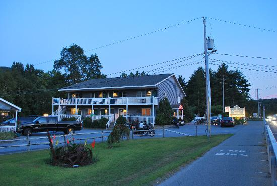 Lyn Aire Motel: VIEW FROM THE BIKE ROAD