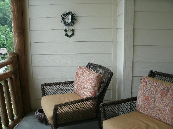 Mountain Vista Luxury Rentals: Unit #509- balcony furniture (4 chairs), no tables.