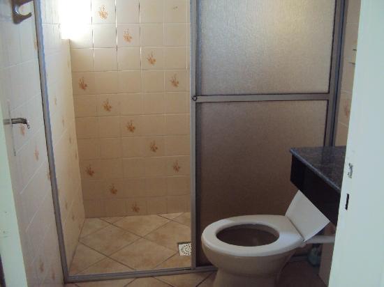 """5.-Barra Da Lagoa- """"Pousada Recanto Da Barra"""":   cuarto de baño"""