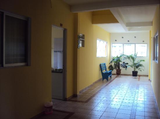 """2.-Barra Da Lagoa- """"Pousada Recanto Da Barra"""":  Hall de acceso a deptos"""