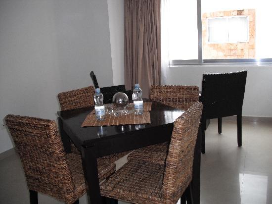Hotel Bambu Suites: living room