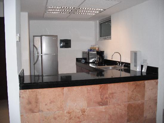Hotel Bambu Suites: kitchen