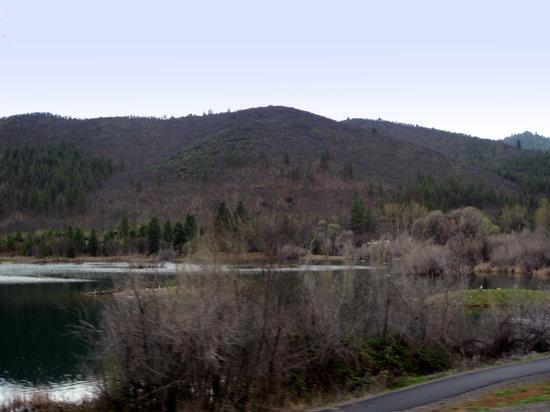 Yreka - Greenhorn Park - reservoir and footpath