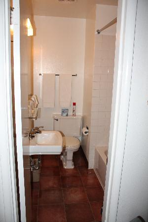 The Bridge Street Inn: Bathroom
