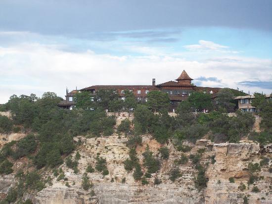 El Tovar Hotel: El Tovar from the lookout point.
