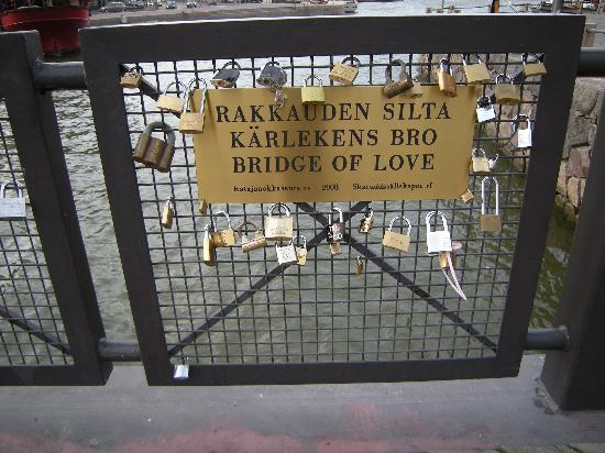 Helsinki, Finlandia: Bridge of Love