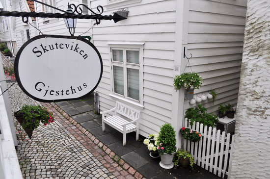 Skuteviken Guesthouse: Quiet alley