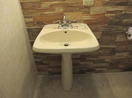 Hotel Campestre: Remodeled bathroom