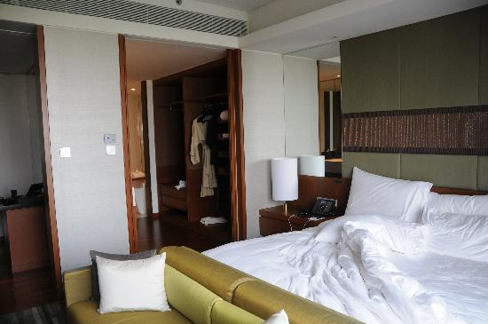 Hansar Bangkok Hotel: bed