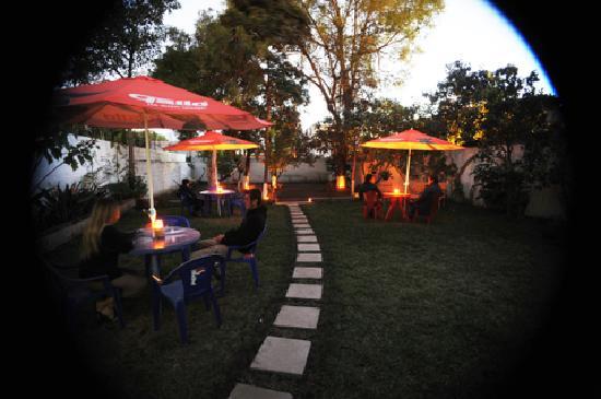 Hostel Restaurante Casa Jacaranda: The Garden