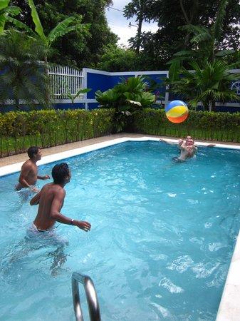 Viva Nicaragua Guest House: Pool area Viva Guesthouse