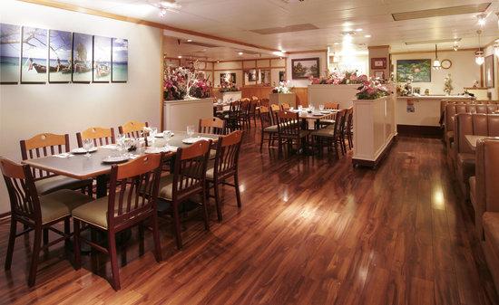 Komol Restaurant : Komol Thai