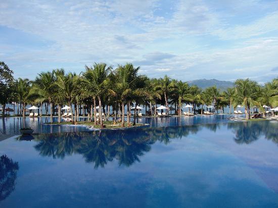 Vinpearl Luxury Nha Trang: Resort Pool