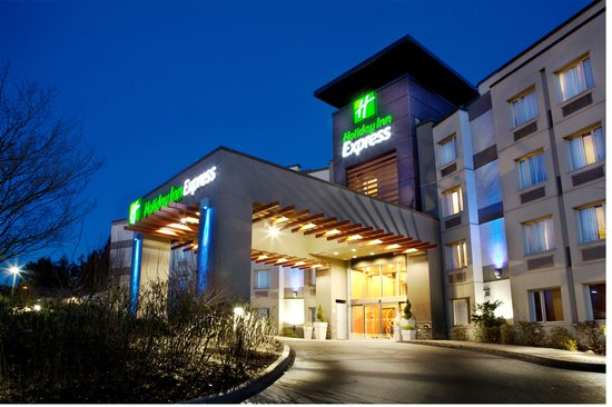 Langley City, Canada: Renovated Holiday Inn Express & Suites Langley Exterior