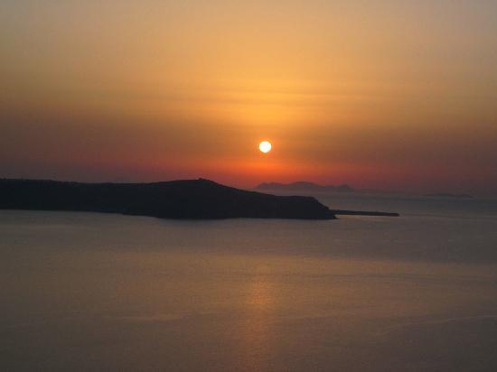 Aegean Plaza Hotel : Den världsberömda solnedgången  på Santorini.