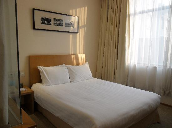 Traveler Inn Huaqiao Beijing: Hotel room