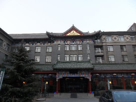 Traveler Inn Huaqiao Beijing: hotel exterior