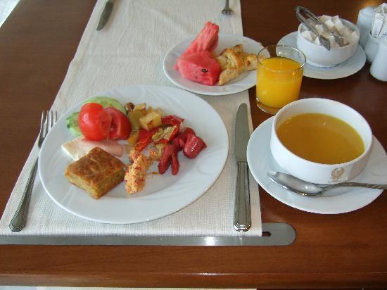 Hotel Mavi Surmeli: ホテルの朝食