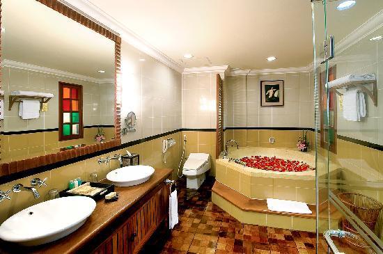 Sokha Angkor Resort: Bathroom