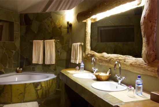 Severin Safari Camp: Badezimmer der Mawenzi Suite