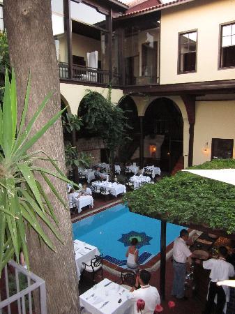 Alp Pasa Hotel : Dining area