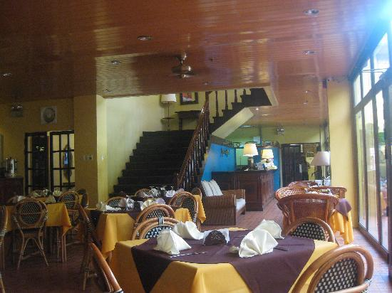 Pepperland Hotel: the small lobby and coffee shop